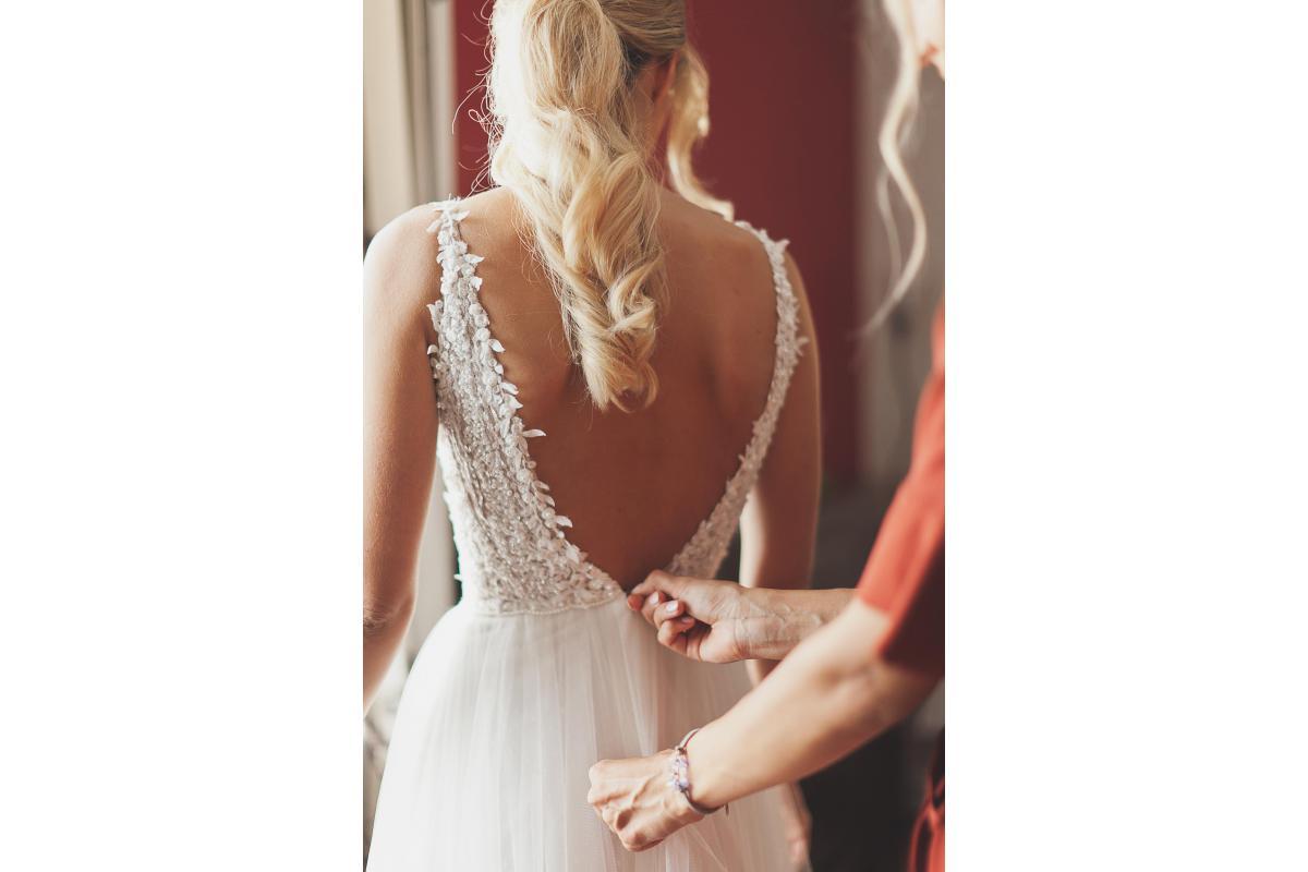 Zwiewna suknia ślubna firmy Elizabeth Passion