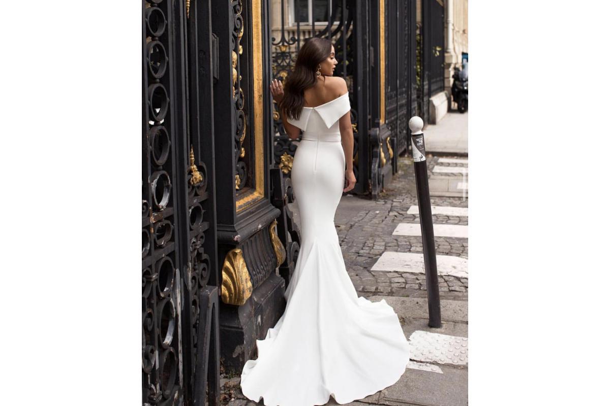 Gładka glamur suknia ślubna