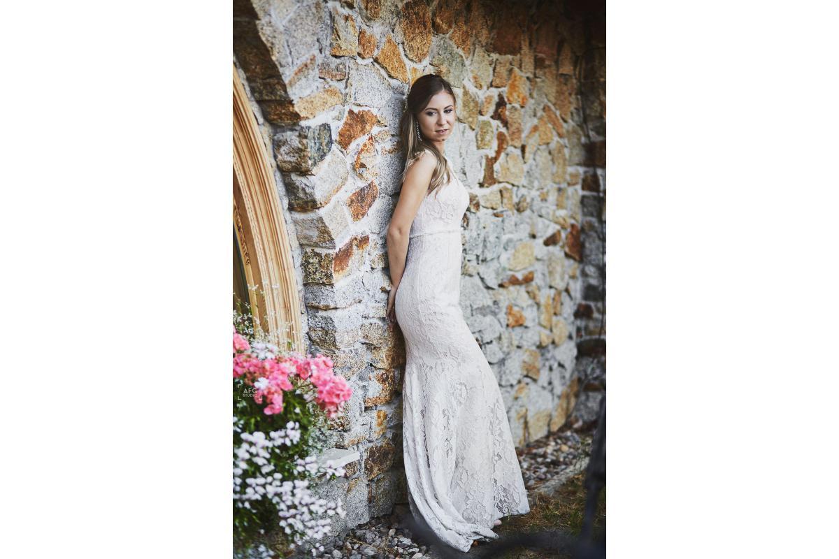 Sprzedam suknię ślubną- rybka/syrenka, koronka