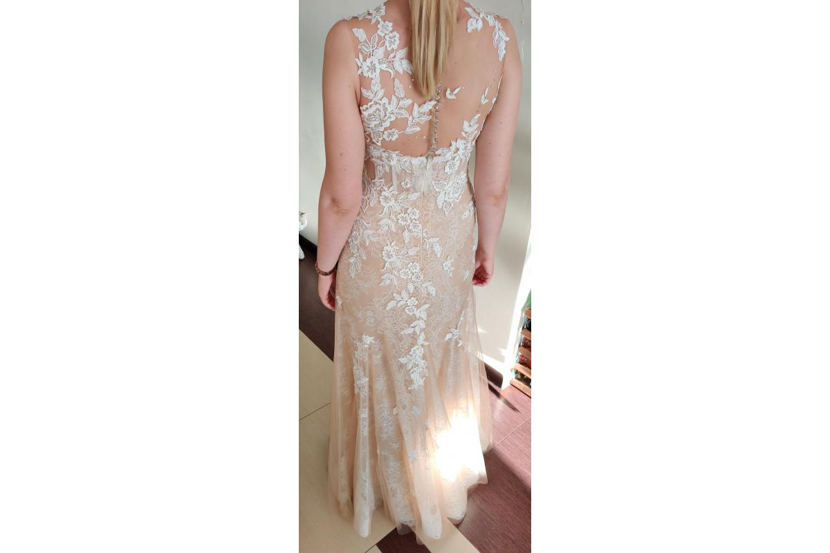 Suknia ślubna typu rybka - nieużywana (kupiona jako zapasowa). Kolor kawy z mlekiem z białymi aplika