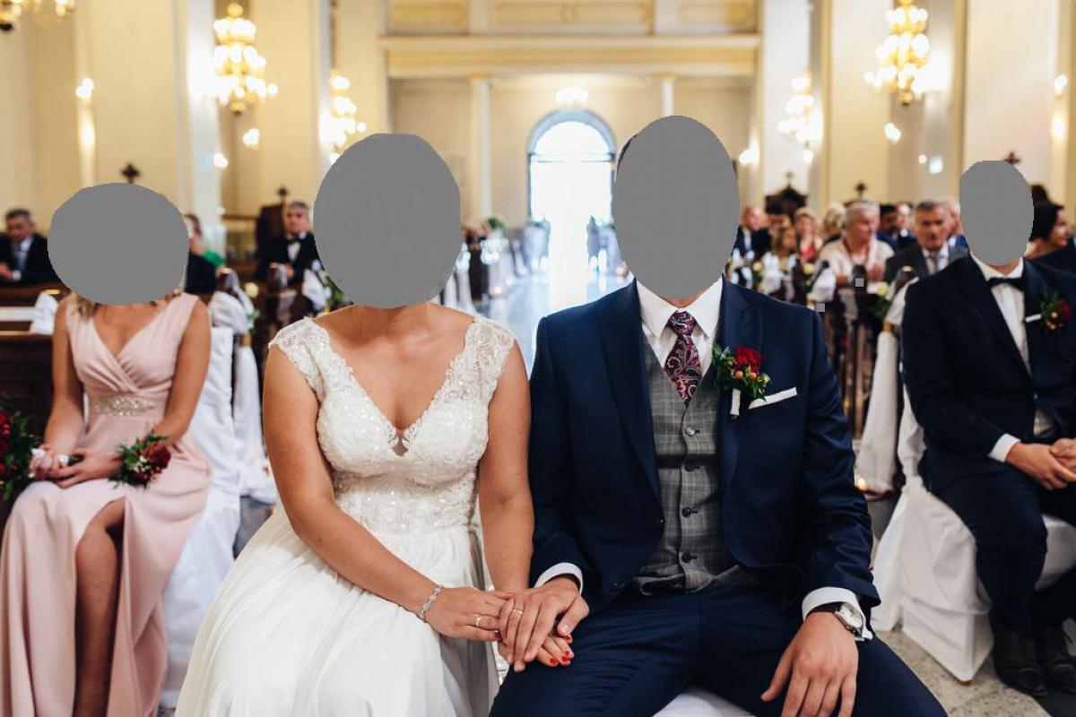 Śmietankowa suknia ślubna