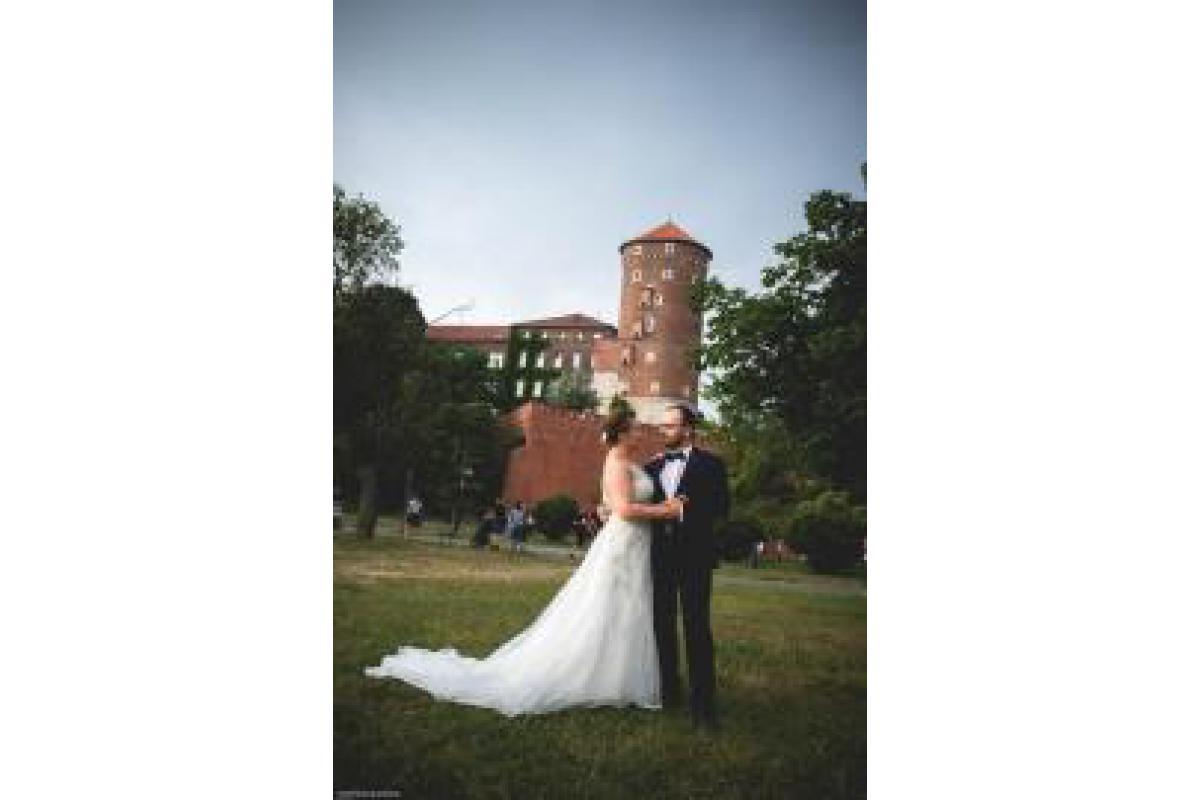 Unikatowa i olśniewająca suknia ślubna