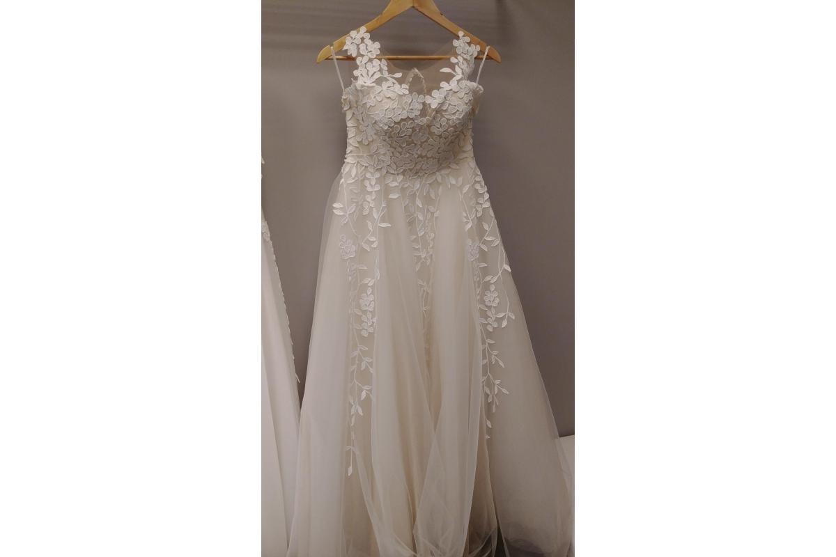 Suknia ślubna Espania piękna z motywem listków rustykalna