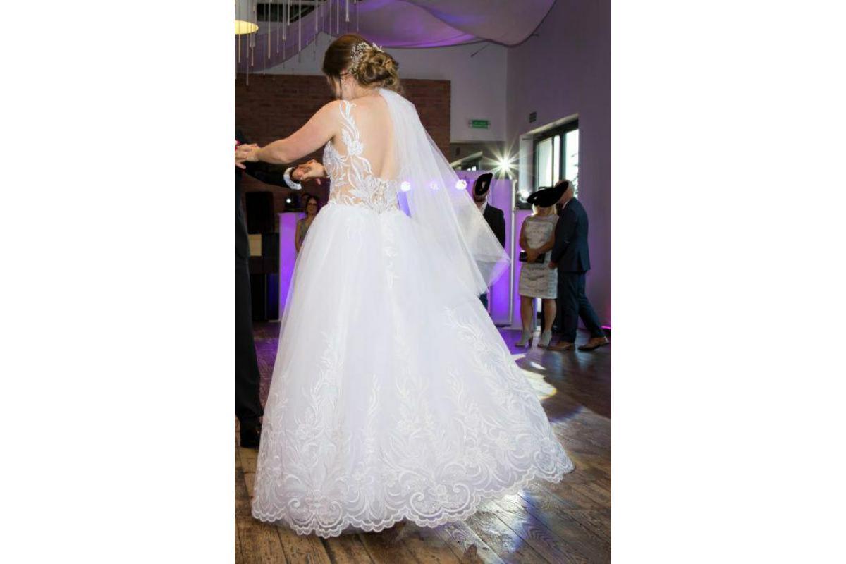 Suknia ślubna Model COCO, biała, kolekcja 2019 dekolt V, wycięte plecy