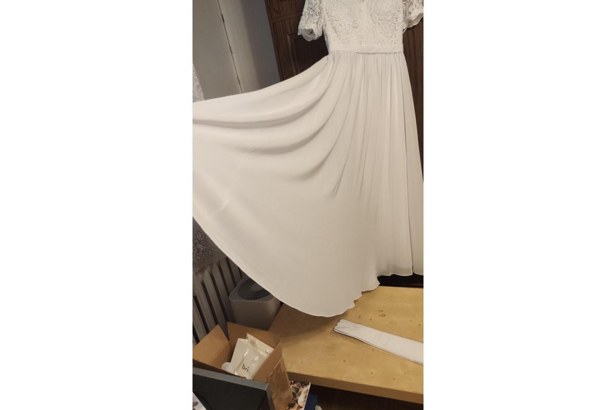 Suknia ślubna ze śliczną koronką