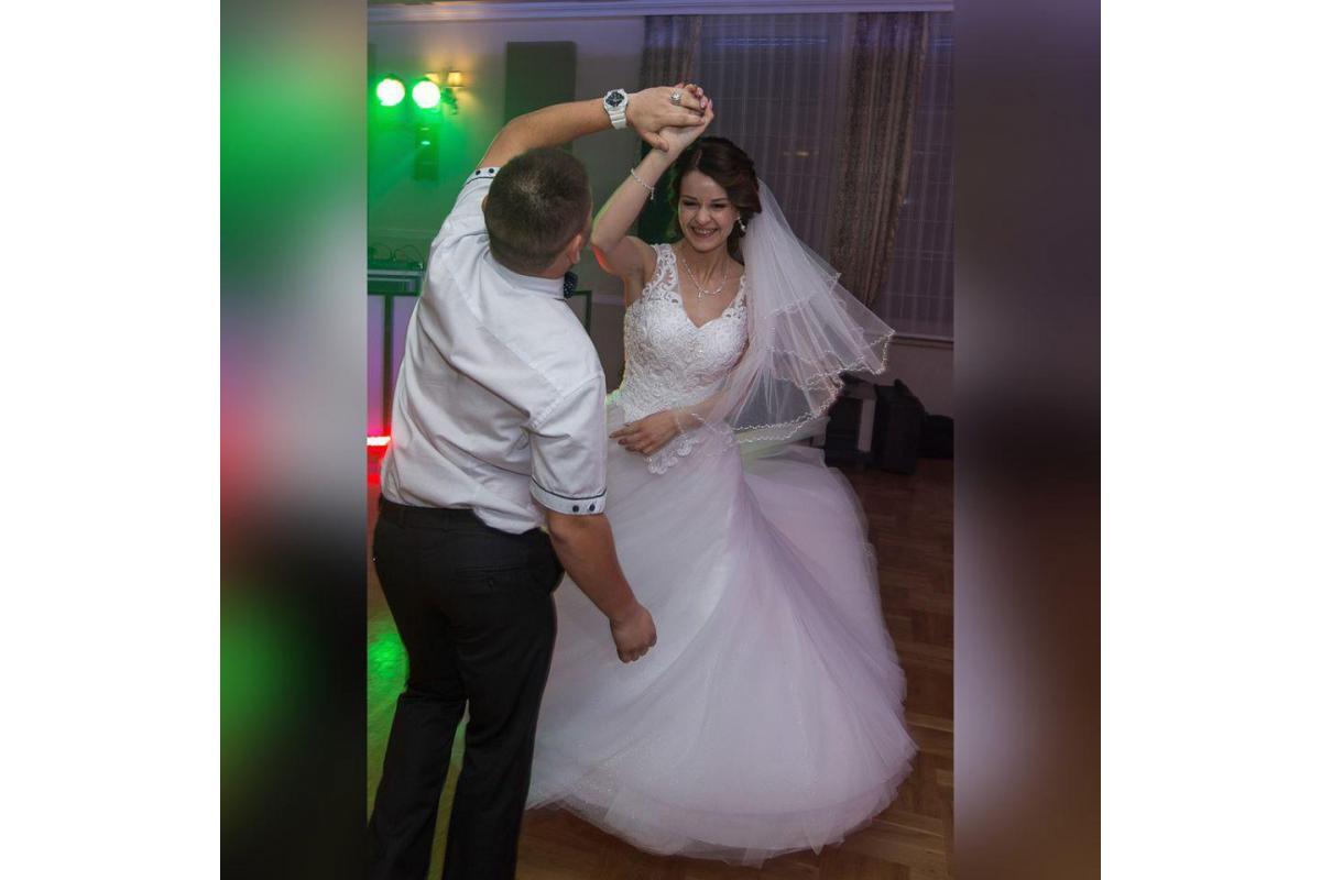 Śliczna suknia ślubna + welon gratis