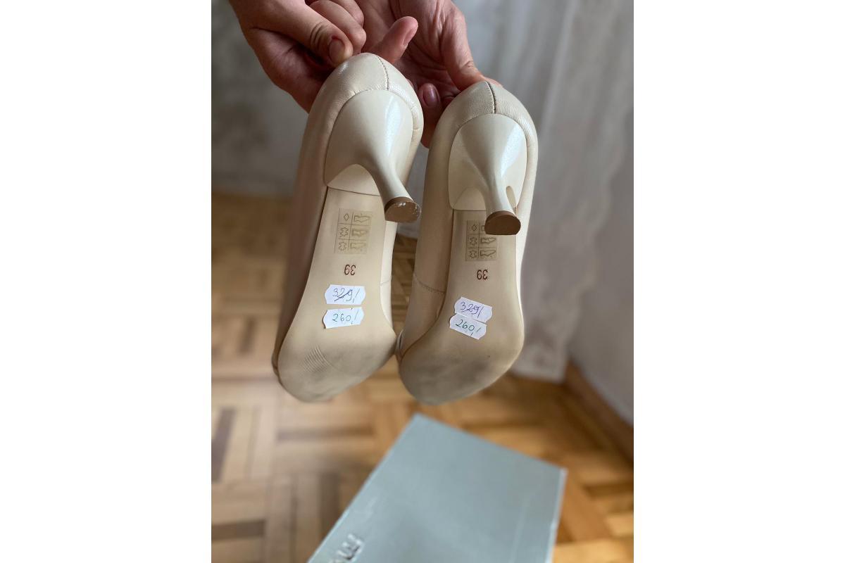 Nowe, klasyczne buty do ślubu. Kolor kość słoniowa. Rozmiar 39 cm.