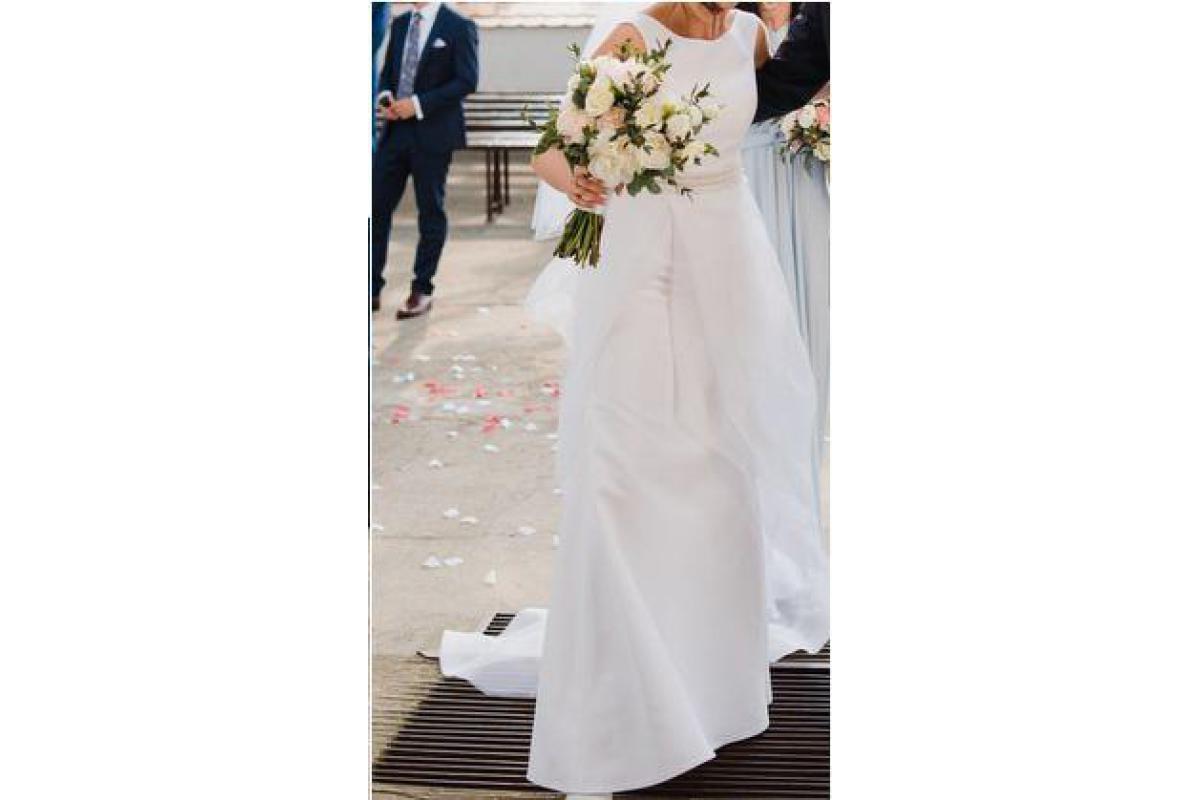Delikatna Suknia Ślubna - prosta elegancja