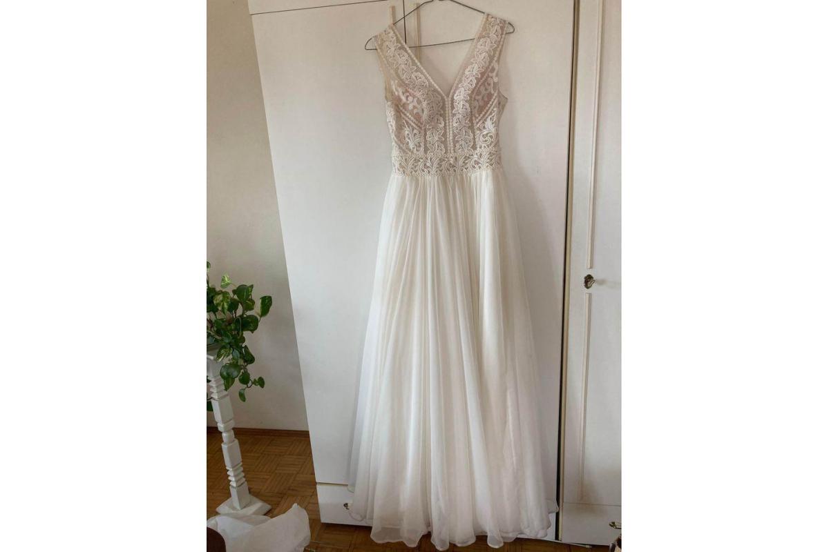 Sprzedam suknię ślubną rozmiar 36/38 na wzrost 169cm plus 8 cm szpilki
