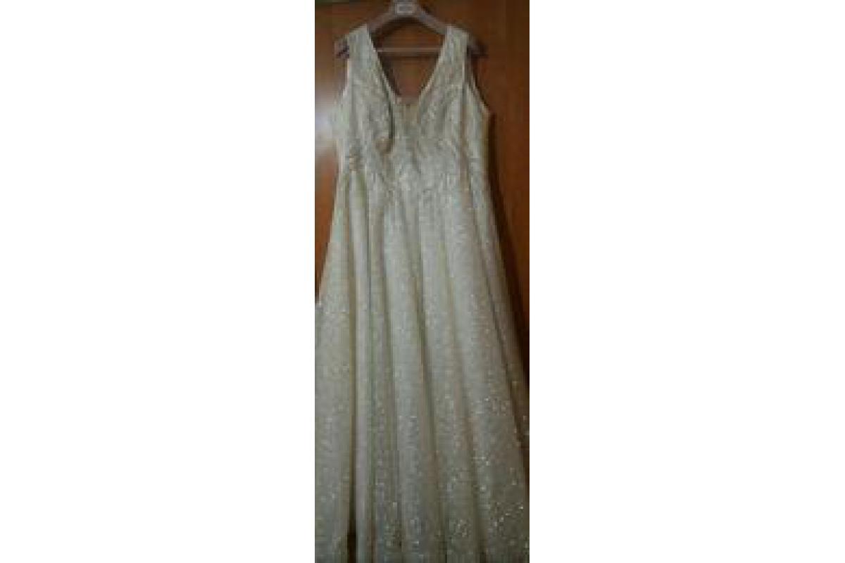 Sprzedam suknię ślubną. Suknia ubrana tylko na uroczystość kościelną.